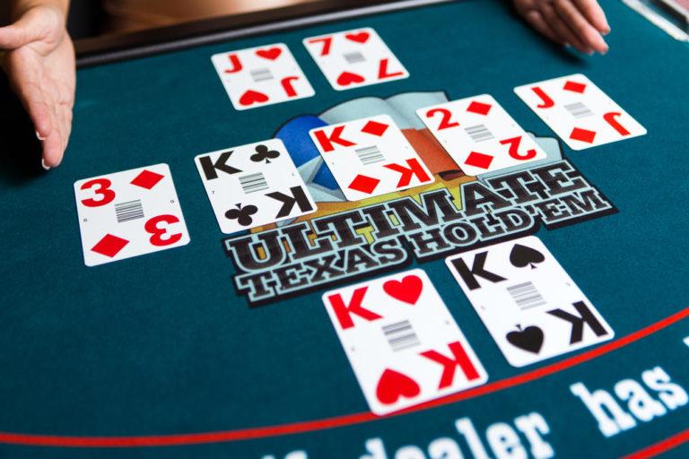 Ultimate Texas Hold'em žaidimo eiga ir taisyklės
