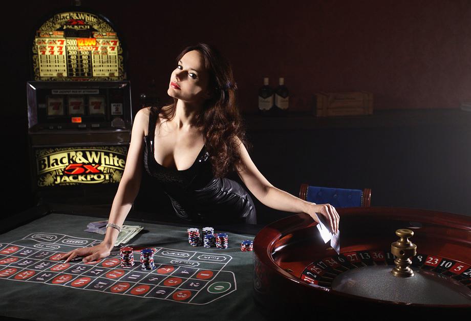 Live kazino ruletė_krupje moteris